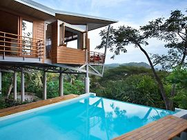 The Floating House photos Exterior