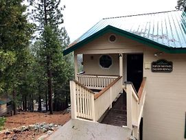 Cabin In The Pines - A photos Exterior