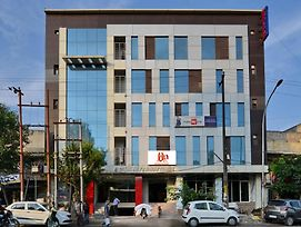Hotel Noida International - Couple Friendly photos Exterior