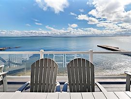 Put-In-Bay Waterfront Condo #109 photos Room