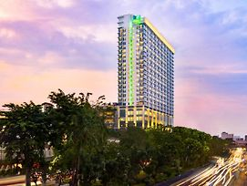 Holiday Inn & Suites Jakarta Gajah Mada photos Exterior
