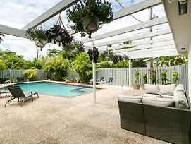 Miami Gorgeous Large 4 Bedroom Home With Pool And Game Room photos Exterior