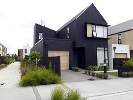 Modern Hobsonville Townhouse photos Exterior