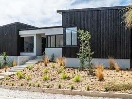 Farrant Drive - Sleeps 8 - Lake & Mountain Views - Modern & Stylish photos Exterior