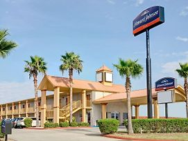 Howard Johnson By Wyndham Galveston photos Exterior