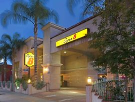 Super 8 By Wyndham North Hollywood photos Exterior