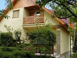 Three-Bedroom Apartment Balatonlelle Near Lake photos Exterior