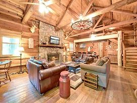 Twin Creeks, 4 Bedrooms, Rustic Lodge, Hot Tub, Pool Table, Sleeps 14 photos Exterior