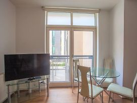 Stylish 2 Bed In City Centre With Secure Parking photos Exterior