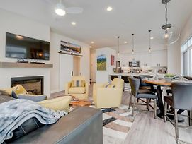 Downtown Luxury Loft #14 Near Resort With Huge Hot Tub - Free Activities Daily, Wifi & Shuttle photos Exterior