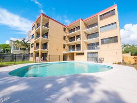 Golden Shores Unit 3 21 Landsborough Parade photos Exterior