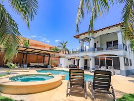 Casa Tres Cocos Elegant Beachfront Home photos Exterior