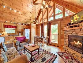 Knotty 'N Nice, 2 Bedrooms, Hot Tub, Pool Table, Jetted Tub, Sleeps 8 photos Exterior