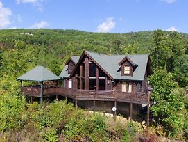 Lazy Bear Lodge Sevierville Cabin photos Exterior