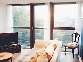 Gorgeous Central Flat A€¢ Close To Everything! +View photos Exterior