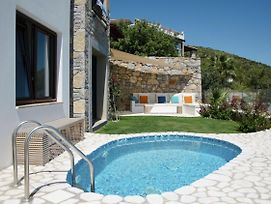 Posh 2 Bedroom Private Pool Garden Floor Apartment photos Exterior