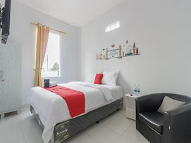 Reddoorz Plus Near Taman Rasuna Menteng photos Exterior