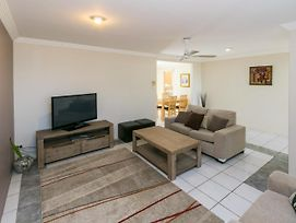 Superb Location - Hervey Bay photos Exterior