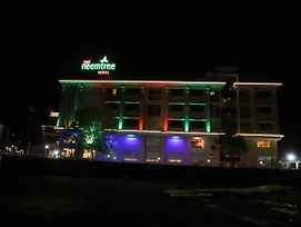 Sai Neem Tree Hotel photos Exterior