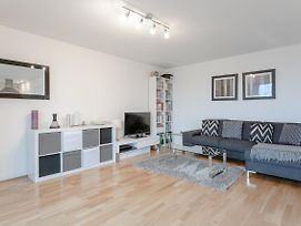 Modern 1 Bedroom Flat In Shadwell With Balcony photos Exterior