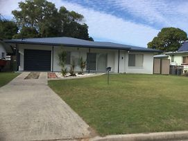 Lowset Home With Attached Granny Flat Doomba Dr Bongaree photos Exterior