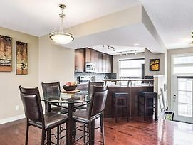 Gorgeous 3Br Townhouse Easy Access To Rockies & Dt photos Exterior