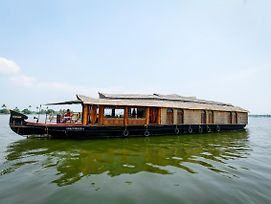 Oyo 13525 Houseboat My Trip Deluxe 3 Bhk Private photos Exterior