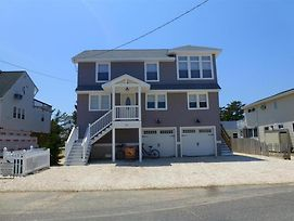 Enjoy Evening Sunsets Over The Bay From This Newly Renovated 2Fl Duplex In Brant Beach. 140096 photos Exterior