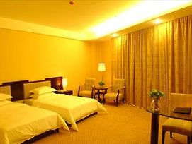 Yi Feng Airport Hotel photos Room