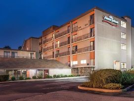 Howard Johnson Hotel By Wyndham Milford/New Haven photos Exterior