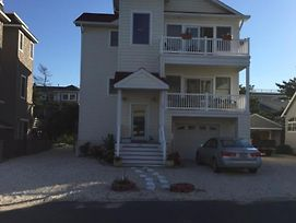 Spray Beach Ocean Block Contemporary 2Nd Off The Beach Close To Attractions, Shops And Dining 133449 photos Exterior