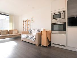 Modern 1 Bedroom Flat With Balcony In East London photos Exterior