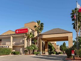 Ramada By Wyndham San Antonio/Near Seaworld photos Exterior