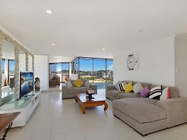 Yacht Harbour Towers Unit 7E Three Bedroom Penthouse On The Hill Overlooking The Tweed River photos Exterior