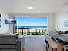 Absolute Beachfront Apartment Nothing But The Sand Palm Beach photos Exterior