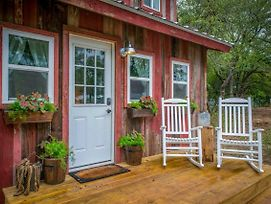 Cozy Cabin Little Red Hen 12 Min To Magnolia photos Exterior
