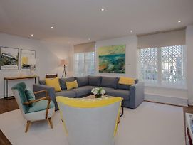 Luxury 3 Bedroom Home By South Kensington photos Exterior