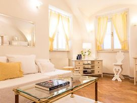 Bright And Charming Apt. In The Heart Of Old Town photos Exterior