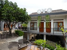 Oyo 569 Cigadung Guest House photos Exterior