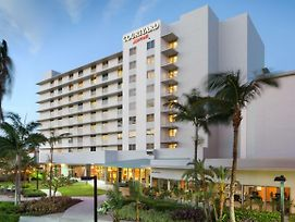 Courtyard By Marriott Miami Airport photos Exterior