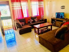 Three Bedroom Apartment With Netflix And Pool photos Exterior