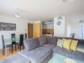 Stunning 2 Bed Flat With Parking In Heart Of City photos Exterior