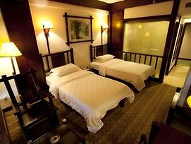Long Sheng Hot Spring Hotel photos Room