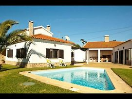 Large Villa With Large Garden Bbq Area Pool And Annex Fully Detached photos Exterior