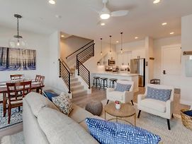 Downtown Luxury Loft #18 Near Resort With Huge Hot Tub - Free Activities Daily, Wifi & Shuttle photos Exterior