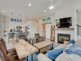 Downtown Luxury Loft #24 Near Resort With Huge Hot Tub - Free Activities Daily, Wifi & Shuttle photos Exterior