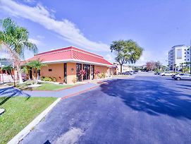 A-P-T Suites, Travelodge By Wyndham Kissimmee East photos Exterior