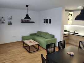 B5 Apartment With Free Private Parking photos Exterior