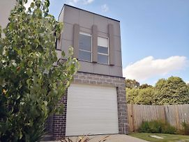 Delicate And Peaceful Bundoora Townhouse 7 R4 photos Exterior