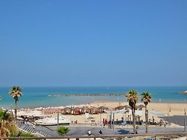 Beautiful 2 Bedrooms Apartment With Balcony -Central Tlv 3 Min To The Beach photos Exterior